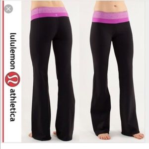 Lululemon Groove Pant with pink lilac waist size 8